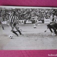 Coleccionismo deportivo: FOTOGRAFIA DE QUINI MITICO.JUGADOR SPORTING DE GIJON. Lote 193762440