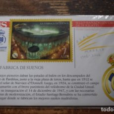 Collectionnisme sportif: POSTAL LA FABRICA DE SUEÑOS, CON SELLO BAÑADO EN ORO DE 24 KILATES, DIARIO AS, 2002, . Lote 193992976