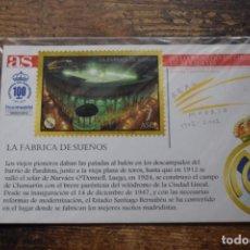 Collectionnisme sportif: POSTAL LA FEBRICA DE SUEÑOS, CON SELLO BAÑADO EN ORO DE 24 KILATES, DIARIO AS, 2002, . Lote 193993110