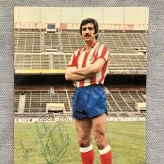 Coleccionismo deportivo: FOTOGRAFÍA FÚTBOL ANTIGUA JUAN CARLOS ARTECHE FIRMADA AT. MADRID TEMPORADA 79/80. Lote 195245513