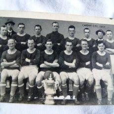 Coleccionismo deportivo: POSTAL CARDYFF CITY 1927 TODO EL EQUIPO Y LA FA CUP S42. Lote 198111625