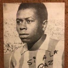 Coleccionismo deportivo: JONES (ATLÉTICO DE MADRID) TARJETA PUBLICITARIA PARA EL REFERENDUM DE 1966. SI A LA PAZ.. Lote 199052486