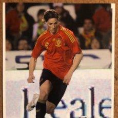 Coleccionismo deportivo: FERNANDO TORRES. POSTAL SIN CIRCULAR CON LA SELECCIÓN ESPAÑOLA DE FÚTBOL.. Lote 200303988