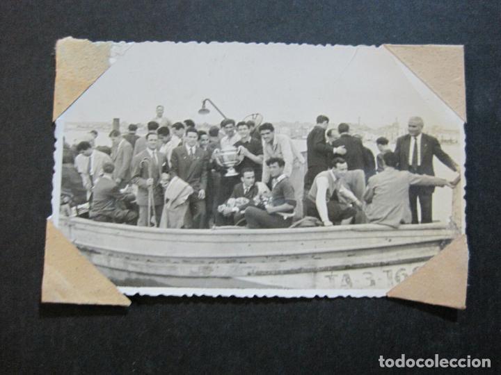 Coleccionismo deportivo: FC BARCELONA-CAMPEONES COPA DEL GENERALISIMO 1951-VILANOVA-POSTAL FOTOGRAFICA ANTIGUA-(70.333) - Foto 2 - 205049747
