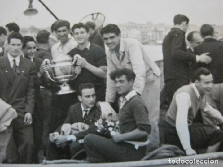 Coleccionismo deportivo: FC BARCELONA-CAMPEONES COPA DEL GENERALISIMO 1951-VILANOVA-POSTAL FOTOGRAFICA ANTIGUA-(70.333) - Foto 8 - 205049747
