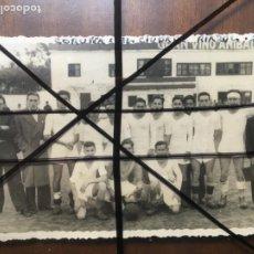 Coleccionismo deportivo: CORUÑA EQUIPO DE FÚTBOL CIUDAD DE RIZAOR FEBRERO DE 1938. 8,5 X 13,5, DESPEGADA DE ÁLBUM. NIC. Lote 205847938