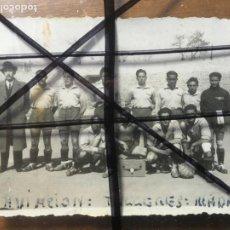 Coleccionismo deportivo: FOTO DE FUTBOLISTAS EQUIPO AVIACIÓN TALLERES MADRID AÑOS 30-40 MIDE 8 X 6 CMS. NIC. Lote 206188557