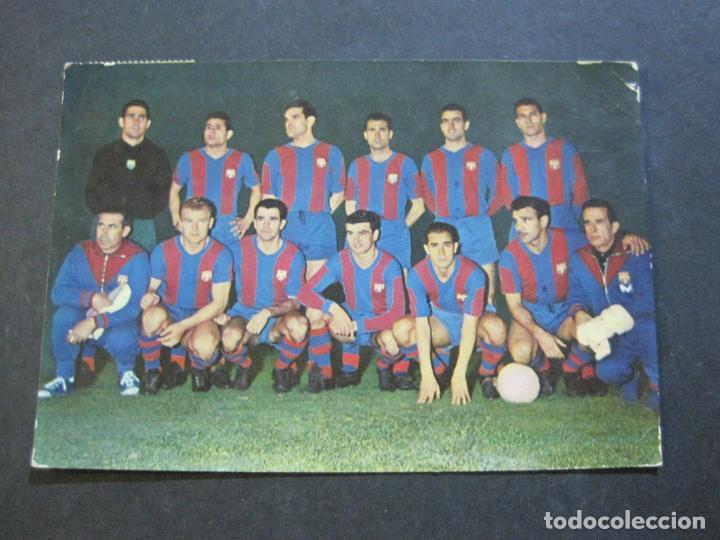 Coleccionismo deportivo: FC BARCELONA-PLANTILLA TEMPORADA 1961-KUBALA-LUIS SUAREZ-RAMALLETS...ETC-POSTAL ANTIGUA-(71.073) - Foto 2 - 206928441