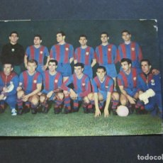 Coleccionismo deportivo: FC BARCELONA-PLANTILLA TEMPORADA 1961-KUBALA-LUIS SUAREZ-RAMALLETS...ETC-POSTAL ANTIGUA-(71.073). Lote 206928441