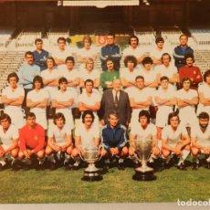 Coleccionismo deportivo: FOTO POSTAL REAL MADRID, PLANTILLATEMPORADA 1975-1976, 75-76, ED. BERGAS INDUSTRIAS GRÁFICAS,TAMAÑO. Lote 215792408