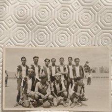 Coleccionismo deportivo: PEÑA BENITO. FUTBOL. FOTOGRAFIA DEL EQUIPO DEL AÑO 1932.. Lote 218737533
