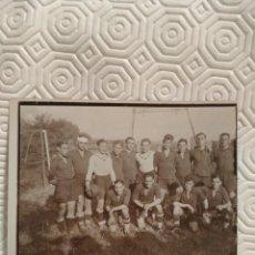 Coleccionismo deportivo: SELECCION NACIONAL DE FUTBOL DE LA FEDERACION ALAVESA? NO LEO CLARO EL NOMBRE DE LA FEDERACION. AÑO. Lote 218737997