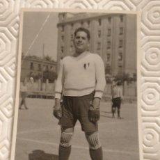 Coleccionismo deportivo: FOTOGRAFIA DEL PORTERO DEL EQUIPO DE FUTBOL PEÑA BENITO. AÑO 1931.. Lote 218738391