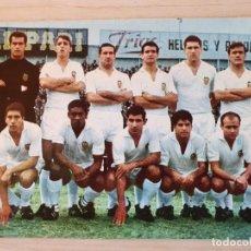 Coleccionismo deportivo: POSTAL FUTBOL - PLANTILLA JUGADORES DEL VALENCIA 1967 - ORIGINAL. Lote 220716086