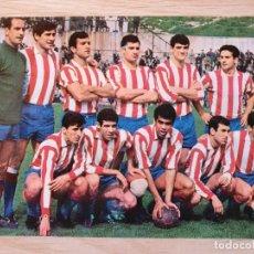Coleccionismo deportivo: POSTAL FUTBOL - PLANTILLA JUGADORES DEL ATLETICO MADRID 1967 - ORIGINAL. Lote 220717717