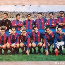 Coleccionismo deportivo: POSTAL FUTBOL - PLANTILLA JUGADORES DEL BARCELONA 1967 - ORIGINAL. Lote 220719810