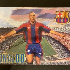 Coleccionismo deportivo: RONALDO POSTAL DEL BARCELONA CON AUTOGRAFO DEDICADA. Lote 221736981