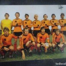 Coleccionismo deportivo: POSTAL DEL EQUIPO DE HOLANDA, MUNDIAL 1978, CRUYFF, VER FOTOS. Lote 222818235
