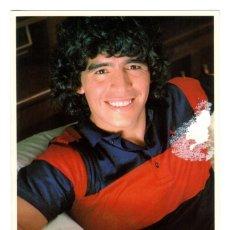 Coleccionismo deportivo: POSTAL PROMOCIONAL DE MCDONALD'S CON LA FOTOGRAFÍA FIRMADA DE DIEGO ARMANDO MARADONA - FC BARCELONA. Lote 230681530