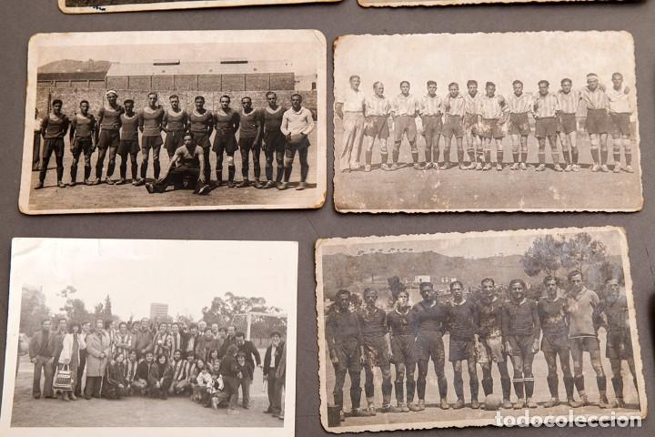 Coleccionismo deportivo: 22 POSTALES FOTOGRÁFICAS FUTBOL - AÑOS 30 - CATALUÑA - Foto 3 - 233510515