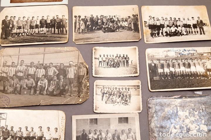 Coleccionismo deportivo: 22 POSTALES FOTOGRÁFICAS FUTBOL - AÑOS 30 - CATALUÑA - Foto 4 - 233510515