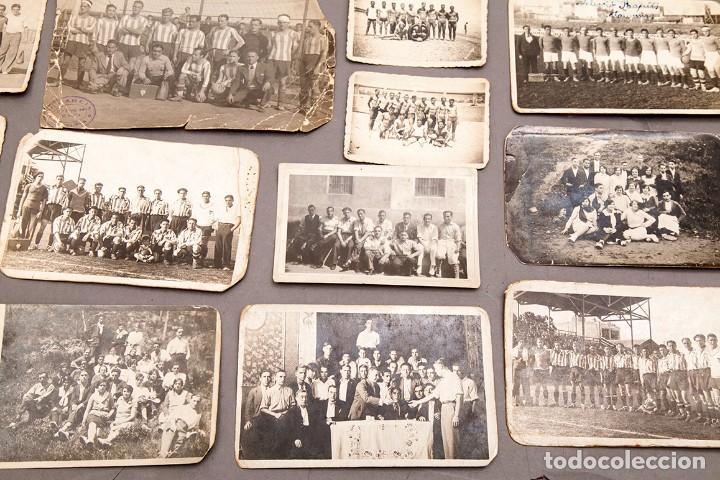 Coleccionismo deportivo: 22 POSTALES FOTOGRÁFICAS FUTBOL - AÑOS 30 - CATALUÑA - Foto 5 - 233510515