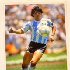 Coleccionismo deportivo: MARADONA PIEZA COLECCIONISTA - POSTAL FOTOGRÁFICA ORIGINAL (1986) - WORLD SOCCER -. Lote 234412125