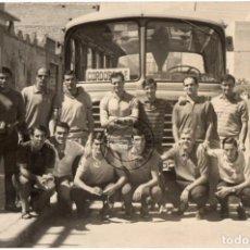 Coleccionismo deportivo: FOTOGRAFIA ORIGINAL DEL EQUIPO DE FUTBOL CORDOBA C.F. EN 1968. Lote 236030980