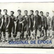 Coleccionismo deportivo: (F-210312)FOTOGRAFIA F.C.BARCELONA AÑOS 20,ALCANTARA,SANCHO,SAGI-BARBA,ETC.CURIOSIDAD UN PERRO. Lote 246215375