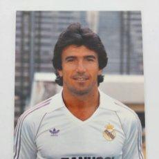 Coleccionismo deportivo: ANTIGUA POSTAL DE JUANITO MARAVILLA JUGADOR DEL REAL MADRID - 1982 - PUBLICIDAD DE ZANUSSI EN LA CAM. Lote 252852760