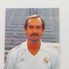 Coleccionismo deportivo: ANTIGUA POSTAL DE ULI STIELIKE JUGADOR DEL REAL MADRID - 1982 - PUBLICIDAD DE ZANUSSI EN LA CAMISETA. Lote 252852945