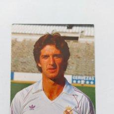 Coleccionismo deportivo: ANTIGUA POSTAL DE CHENDO JUGADOR DEL REAL MADRID - 1982 - PUBLICIDAD DE ZANUSSI EN LA CAMISETA - FOT. Lote 252854900