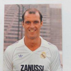 Coleccionismo deportivo: ANTIGUA POSTAL DE METGOD JUGADOR DEL REAL MADRID - 1982 - PUBLICIDAD DE ZANUSSI EN LA CAMISETA - FOT. Lote 252855195