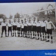 Coleccionismo deportivo: (F-210400)POSTAL FOTOGRAFICA EQUIPO DE FOOT-BALL AÑOS 20. Lote 254757780