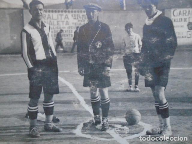 Coleccionismo deportivo: (F-210413)POSTAL FOTOGRAFICA PARTIDO OLOT,1-PALAFRUGELL,3 FOOT-BALL 5-2-1928 - Foto 3 - 256030205