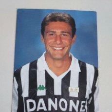 Coleccionismo deportivo: POSTAL OFICIAL ANTONIO CONTE JUVENTUS F.C. AÑOS 90. Lote 289658843