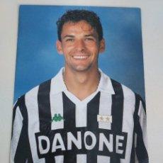 Coleccionismo deportivo: POSTAL OFICIAL ROBERTO BAGGIO JUVENTUS F.C. AÑOS 90. Lote 289658878