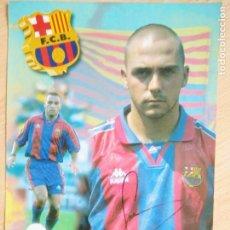Coleccionismo deportivo: IVAN DE LA PEÑA, FUTBOL CLUB BARCELONA, POSTAL GIGANTE DE 34X24 CMS FIRMADA. Lote 264049300