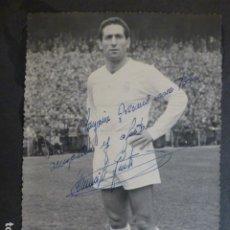 Coleccionismo deportivo: PACO GENTO FUTBOLISTA REAL MADRID FOTOGRAFIA CON FIRMA AUTOGRAFA 12 X 17,5 CMTS. Lote 265417089