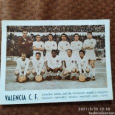 Collezionismo sportivo: FOTO POSTAL FUTBOL VALENCIA AÑOS 60 ZAMORA ARNAL WALDO ETC. Lote 266446028