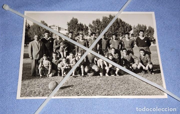 DIFICIL FOTO POSTAL DE FUTBOL JUGADORES DEL BARCELONA AÑOS 50 ORIGINAL (Coleccionismo Deportivo - Postales de Deportes - Fútbol)