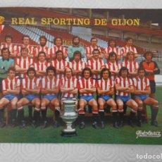 Coleccionismo deportivo: REAL SPORTING DE GIJON. POSTAL DEL EQUIPO. 20 X 15 CMS. AÑO 1979.. Lote 274576058