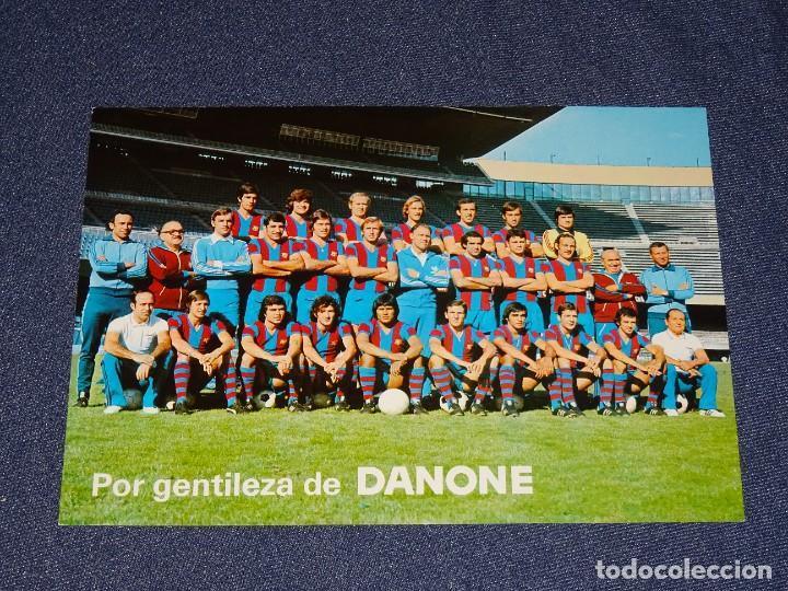 POSTAL FC BARCELONA - POR GENTILEZA DE DANONE PLANTILLA 1976 / 77 FOTO SEGUI, JOHAN CRUYFF (Coleccionismo Deportivo - Postales de Deportes - Fútbol)