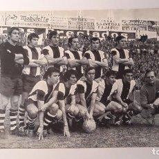 Coleccionismo deportivo: FOTOGRAFÍA DEL C.D. CARTAGENA. TEMPORADA 1971-72. OBSEQUIO DE BAR ICEBERG. MUY BUSCADA. Lote 276945358
