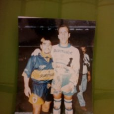 Coleccionismo deportivo: FOTO DE CAMARA DE DIEGO ARMANDO MARADONA Y EL MONO NAVARRO MONTOYA,EN BOCA JUNIORS AÑI 1995 O 1996. Lote 277163348