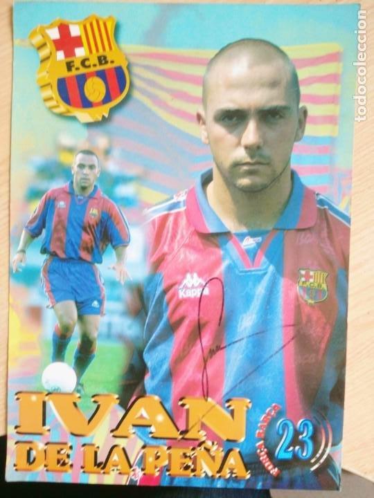 IVAN DE LA PEÑA, FUTBOL CLUB BARCELONA, POSTAL GIGANTE DE 34X24 CMS FIRMADA (Coleccionismo Deportivo - Postales de Deportes - Fútbol)