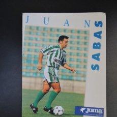 Coleccionismo deportivo: POSTAL FÚTBOL REAL BETIS - FOTO DEL JUGADOR JUAN SABAS - PUBLICIDAD JOMA. Lote 278946428