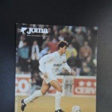 Coleccionismo deportivo: POSTAL FÚTBOL REAL MADRID - FOTO DEL JUGADOR SANTI ARAGÓN - PUBLICIDAD JOMA CON AUTÓGRAFO. Lote 278946713