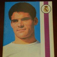 Coleccionismo deportivo: POSTAL REAL MADRID, JUGADOR JOSE LUIS LOPEZ PEINADO, 1971, FOTOCOLOR LARA, ED. IBERGAS, SIN CIRCULAR. Lote 286402363
