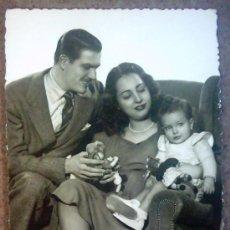 Postales: POSTAL PAREJA CON NIÑO , CIRCULADA 22-07-1949. Lote 26762715